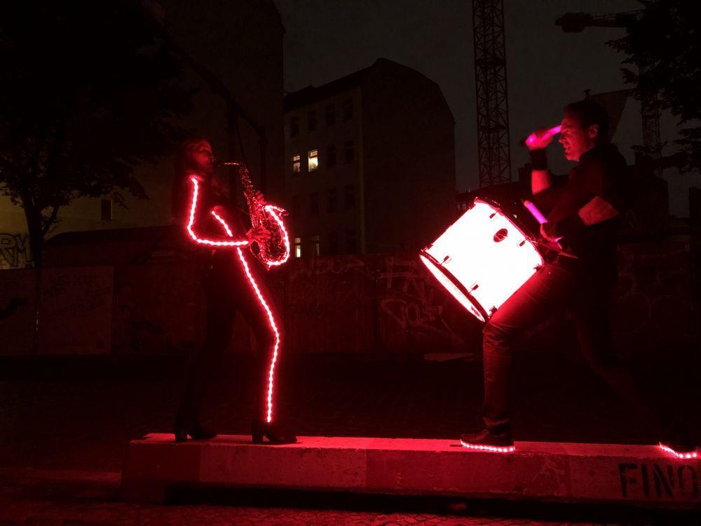LEDShow mit Flyingsaxophon und Ines Weber