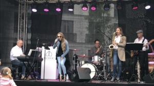 Band mit Sängerin und Saxophonistin Ines Weber